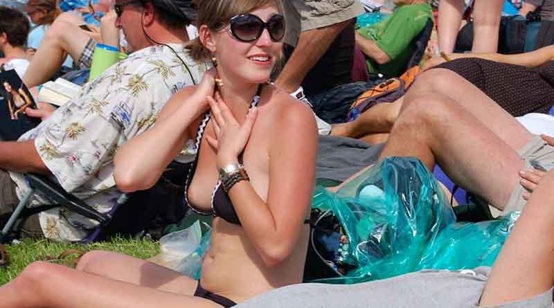downblouse nipples girl in a bikini