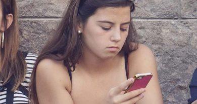 candid teen upshorts