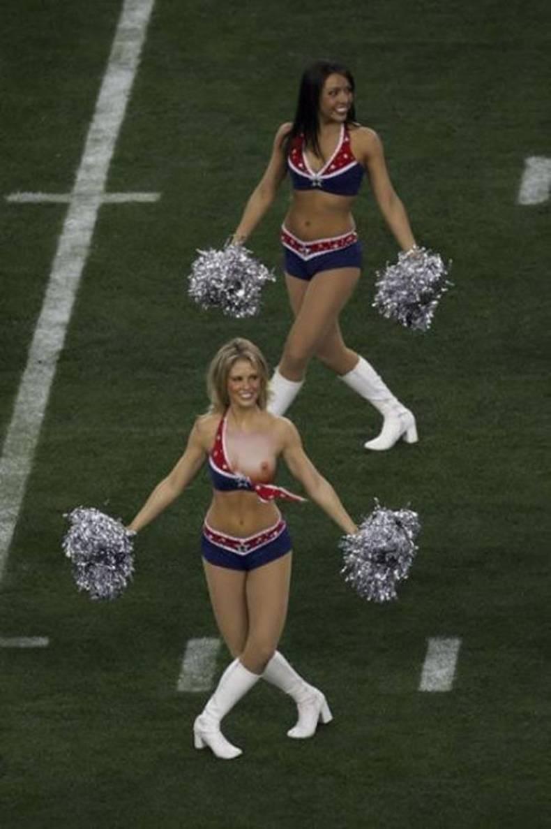 cheerleader wardrobe malfunction